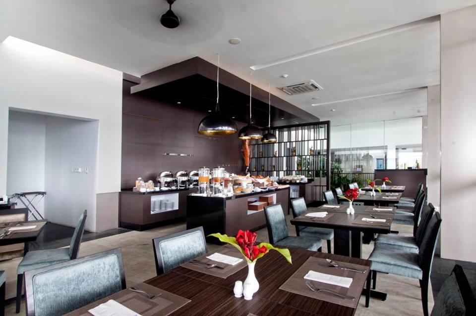 Restoran yang menyajikan hidangan internasional.