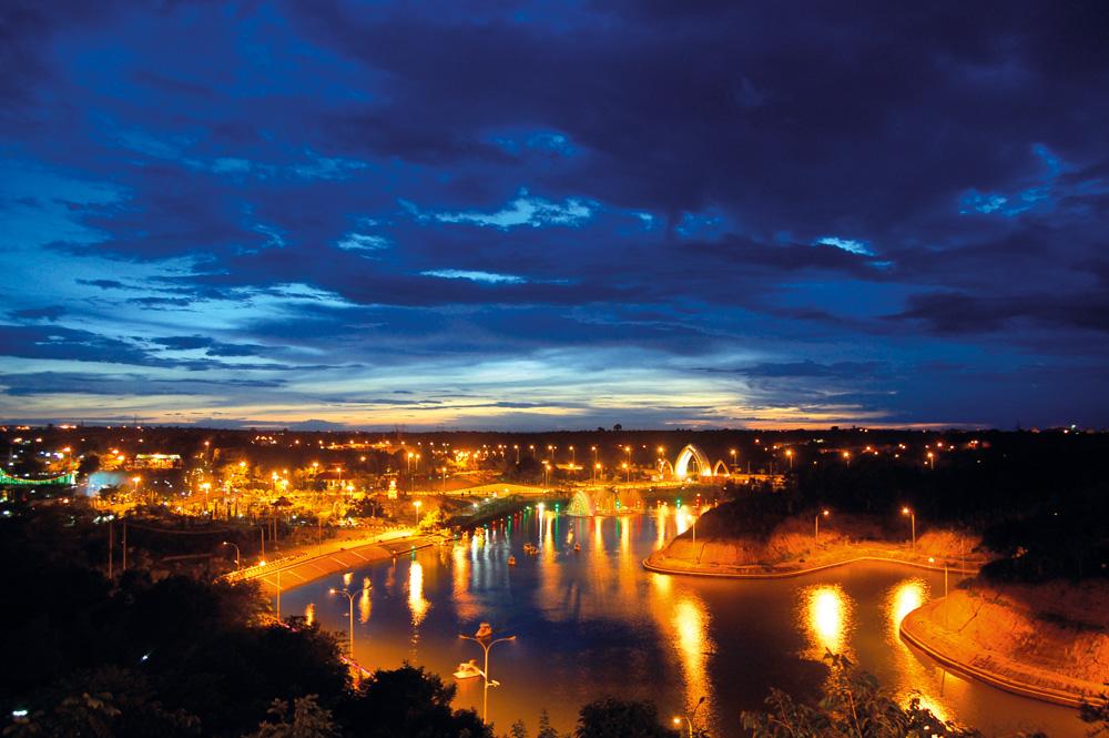 Pemandangan kota Naypyidaw di malam hari. Foto: Kementerian Pariwisata Myanmar.