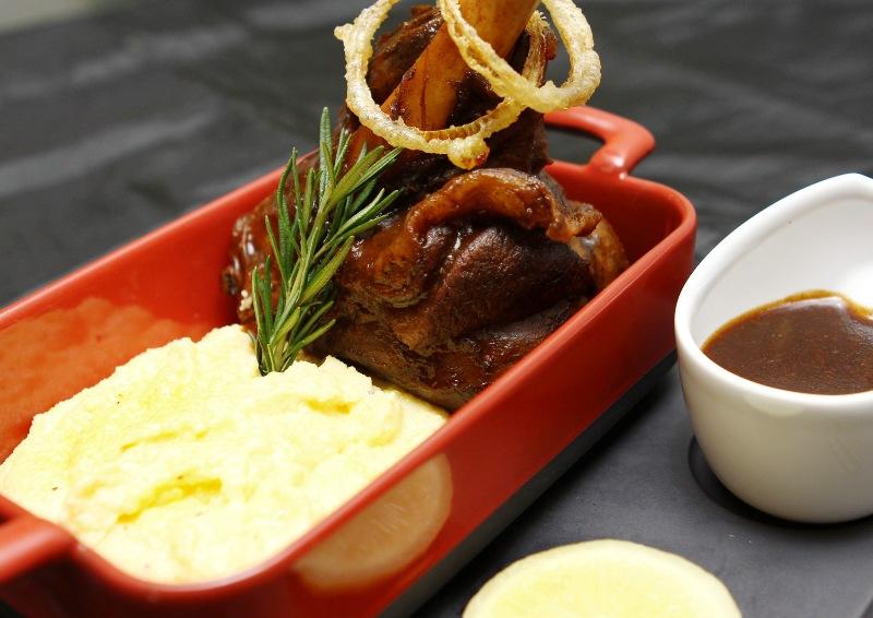 Braised Lamb Shank menjadi pilihan makanan alternatif di B.A.T.S.
