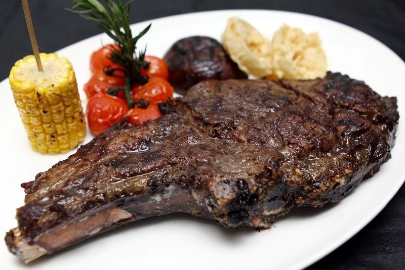 Stockyard Cowboy Steak dengan berat satu kilogram per saji.