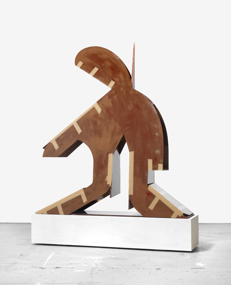 Karya berjudul Große Figur dengan bentuk mirip orang digantung.