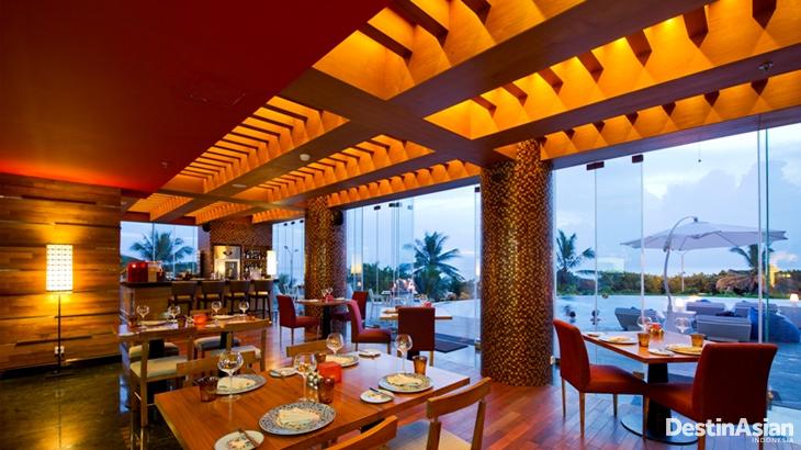 Restoran Bene dengan pemandangan Pantai Kuta.