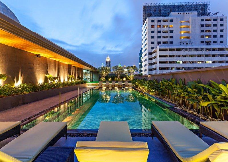 Kolam renang di Best Western Premier Sukhumvit, Bangkok.