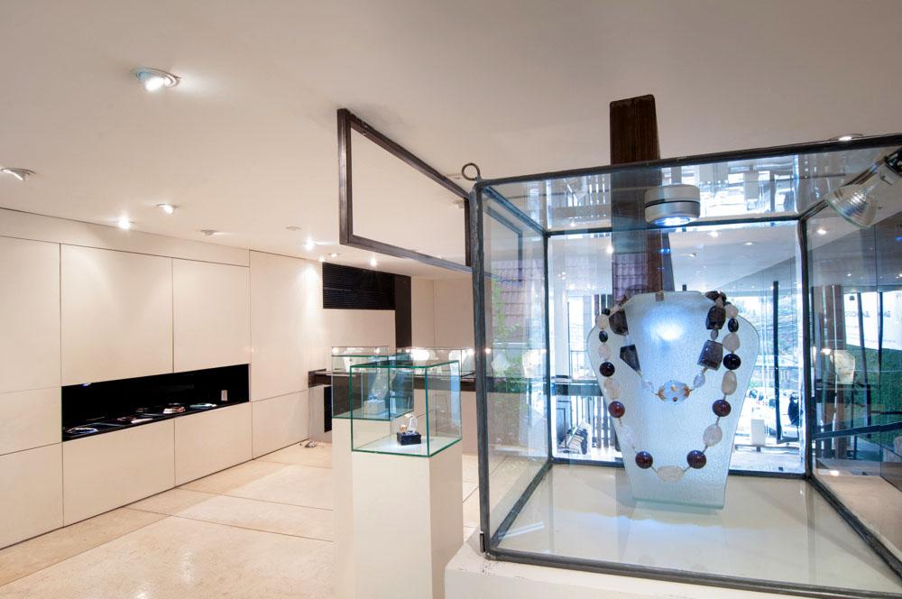 Ruang butik BIASA disulap jadi ruang pameran.
