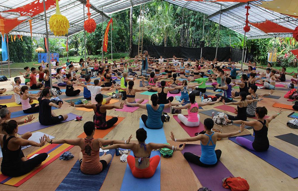 Selain pertunjukan musik, Bali Spirit Festival juga menampilkan aktivitas lainnya, seperti yoga.