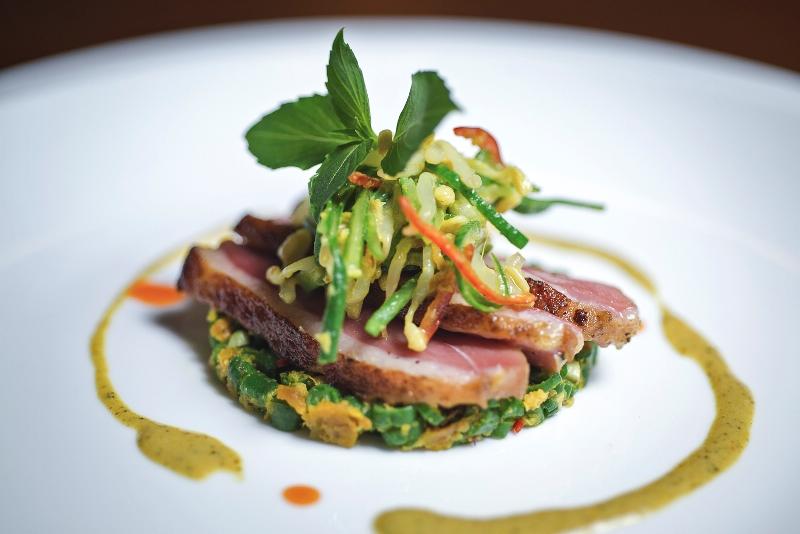 Bebek bumbu Bali dengan daging bebek yang lembut dan cita rasa pedas orisinal.