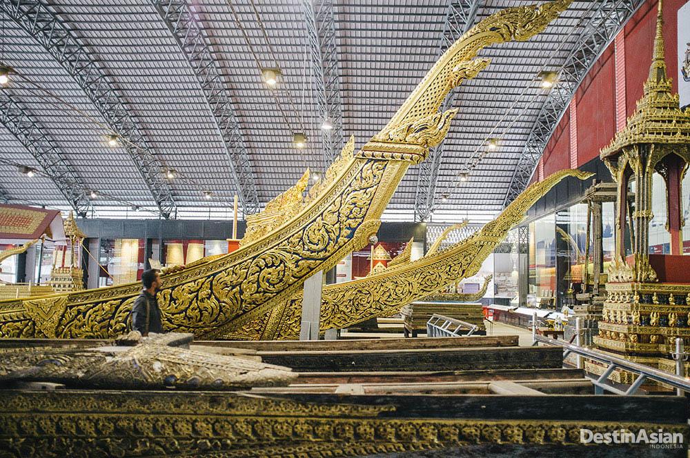 Kapal kerajaan yang mewah di Royal Barges Museum.