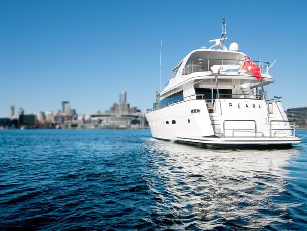 Bermacam-macam perahu disewakan dengan harga mulai dari $85 per hari.
