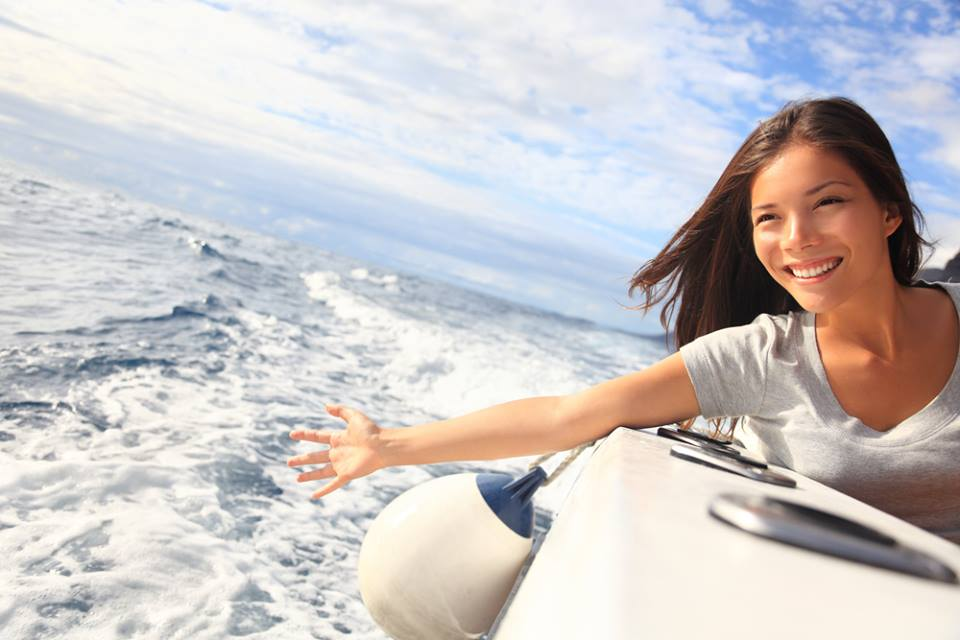 Turis kini bisa menyewa perahu milik penduduk lokal dengan mudah dan aman.