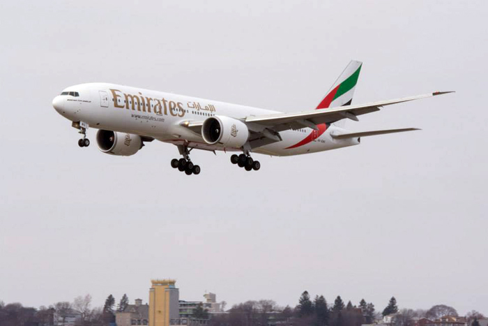 Armada Boeing 777-200 yang melayani penerbangan Dubai-Boston pp.