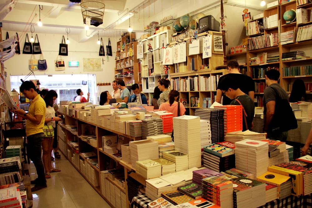 Kesibukan di dalam BooksActually.