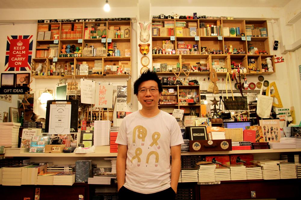 Kenny, salah satu pemilik BooksActually.