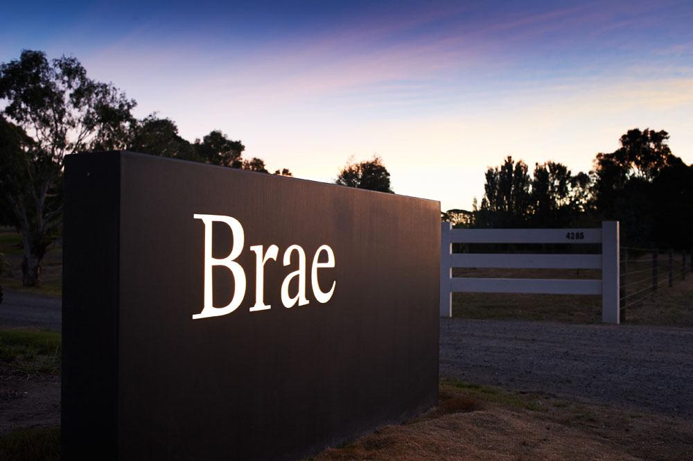 Papan nama Brae di pintu masuk lahan seluas 12 hektare.