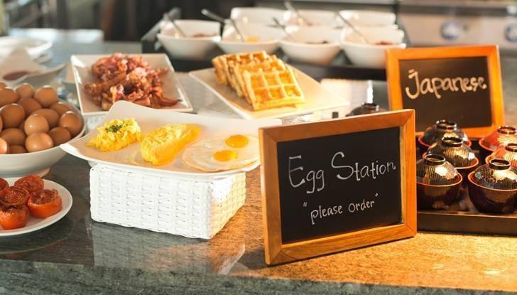Paket menginap ini sudah termasuk sarapan di Rimba Jimbaran atau Ayana Resort.