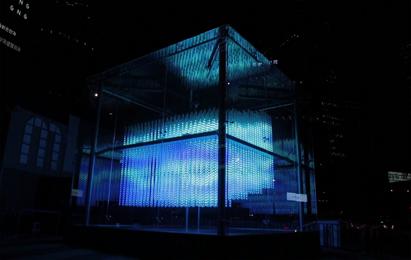 Pertunjukan lampu kolaborasi para seniman. Foto: Hyundai Motor.