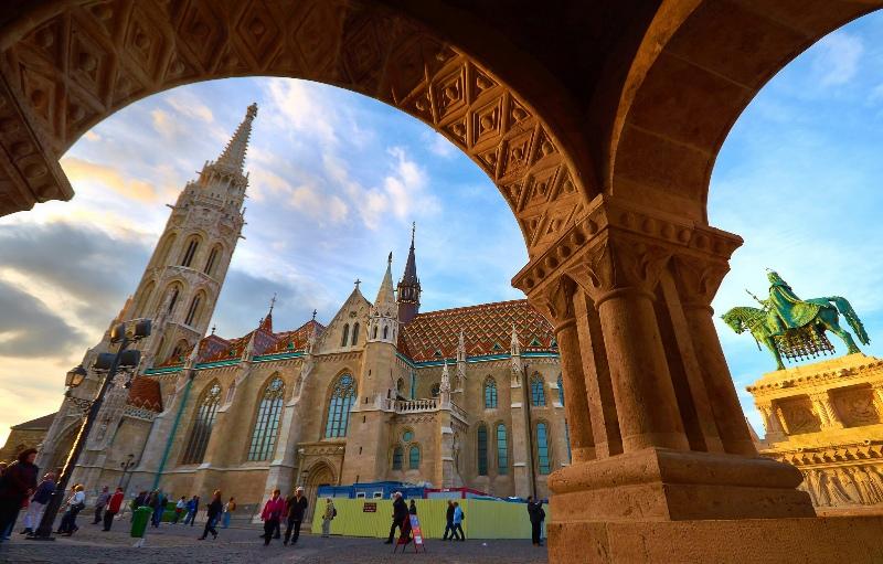 Budapest dipenuhi bangunan-bangunan kuno dengan arsitektur menakjubkan. (Foto: Moyan Brenn/Flickr)