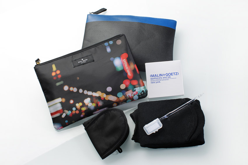 Amenity kit keluaran rumah mode Kate Spade dan Jack Spade untuk penumpang kelas bisnis.
