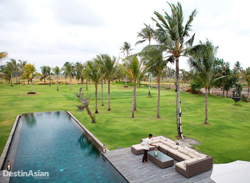 Alih-alih pemandangan pantai, Kaba Kaba Estate menampilkan pemandangan sawah. (Foto: Irene Iskandar)
