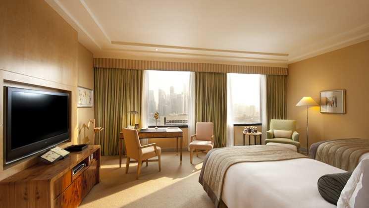 Kamar tipe Classic Room di Conrad Centennial Singapore.