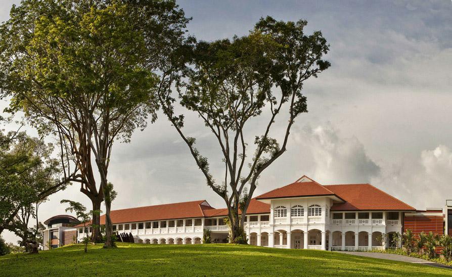 Fasad Capella Singapura yang bergaya rumah kolonial.