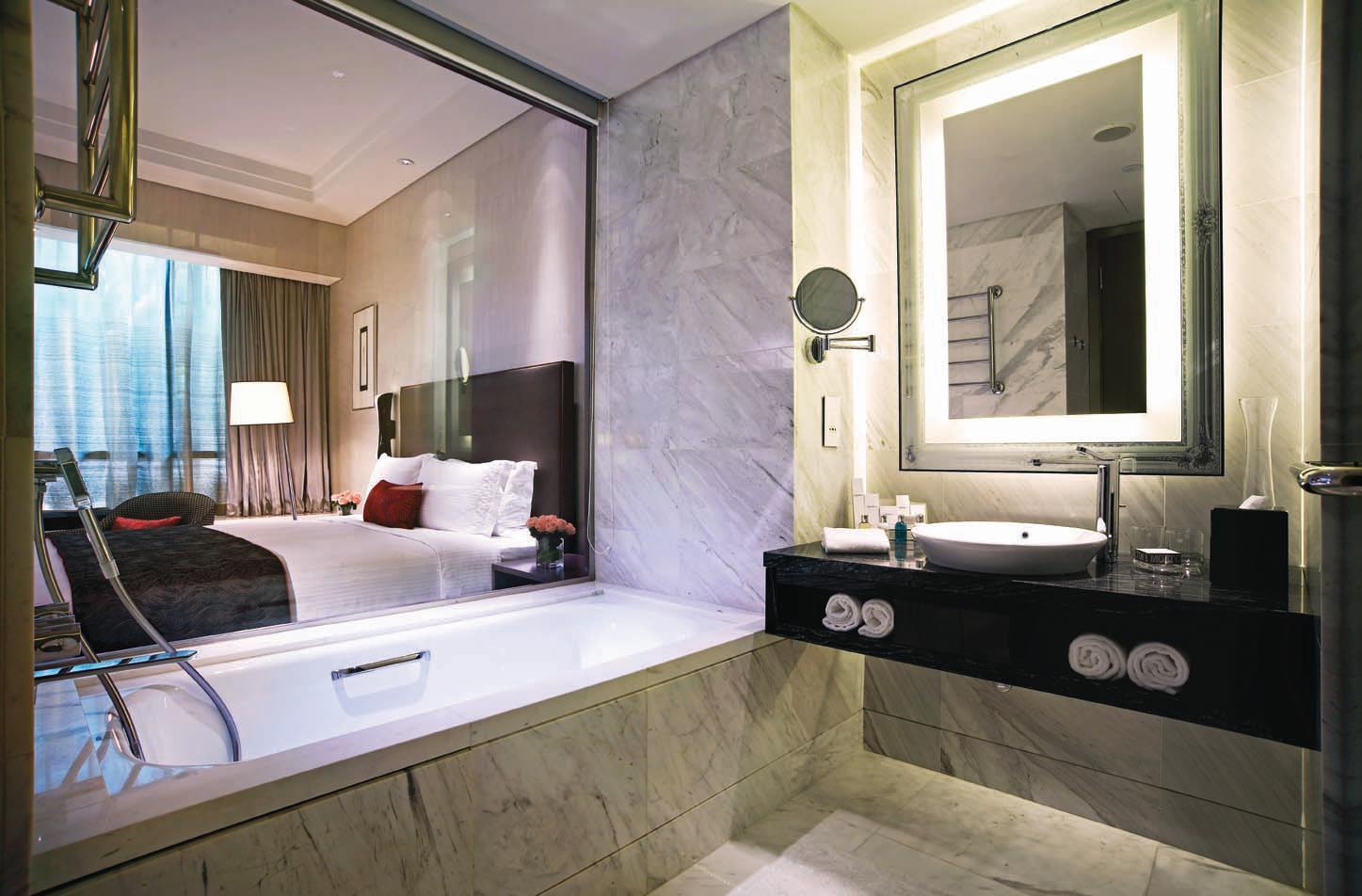 Kamar mandi di kamar tipe Carlton Club.