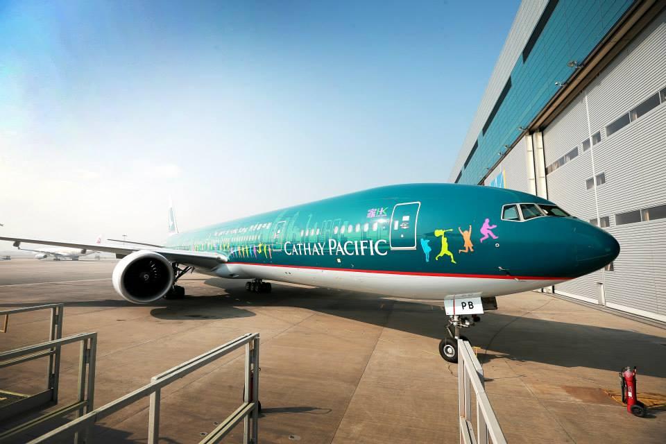 Armada Boeing 777-300ER dengan cat baru.