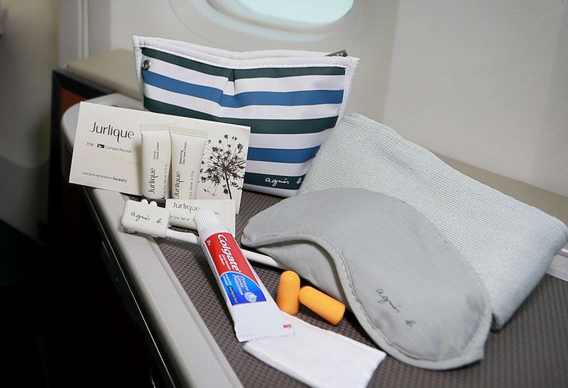 Amenity kit untuk wanita.