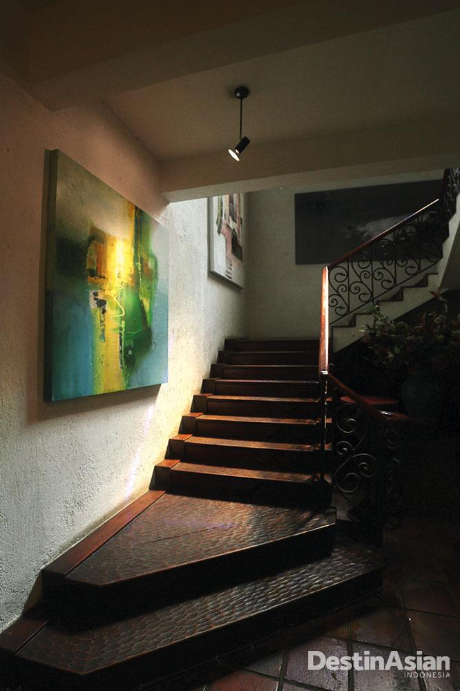 Karya-karya seni di Cemara 6 ditata lebih personal.