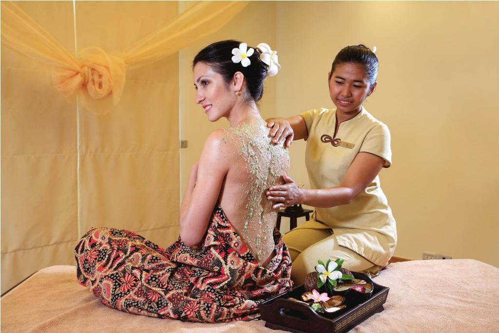 Perawatan 'The Peranakan Heritage' menggabungkan perawatan khas Melayu dan Cina.