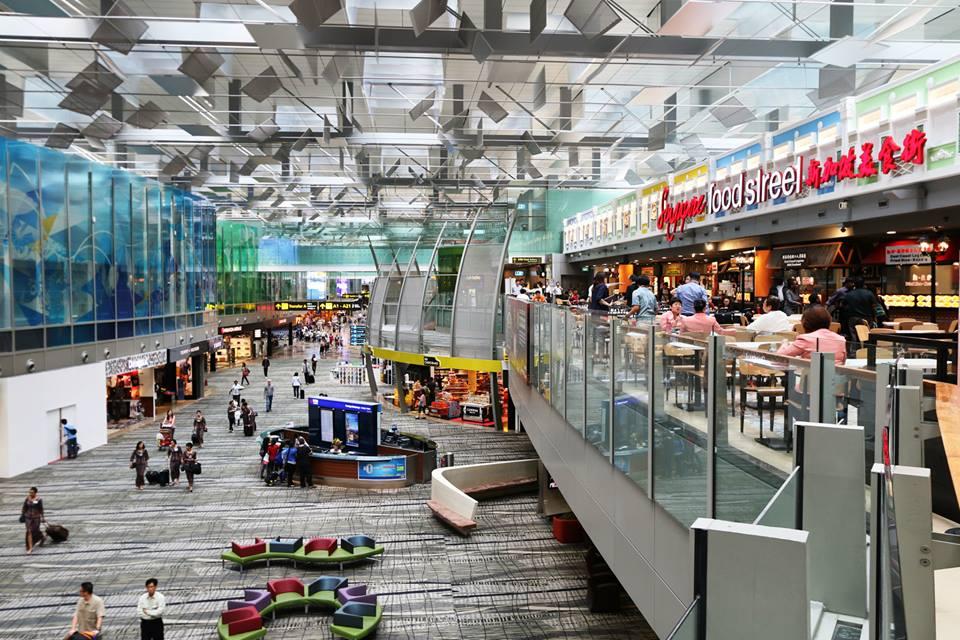 Pujasera Singapore Food Street terletak di Terminal 3.