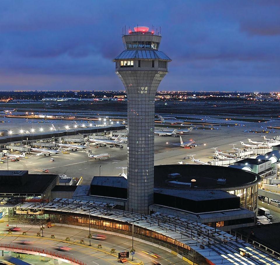 Menara pengawas di Bandara Internasional Chicago O'Hare.