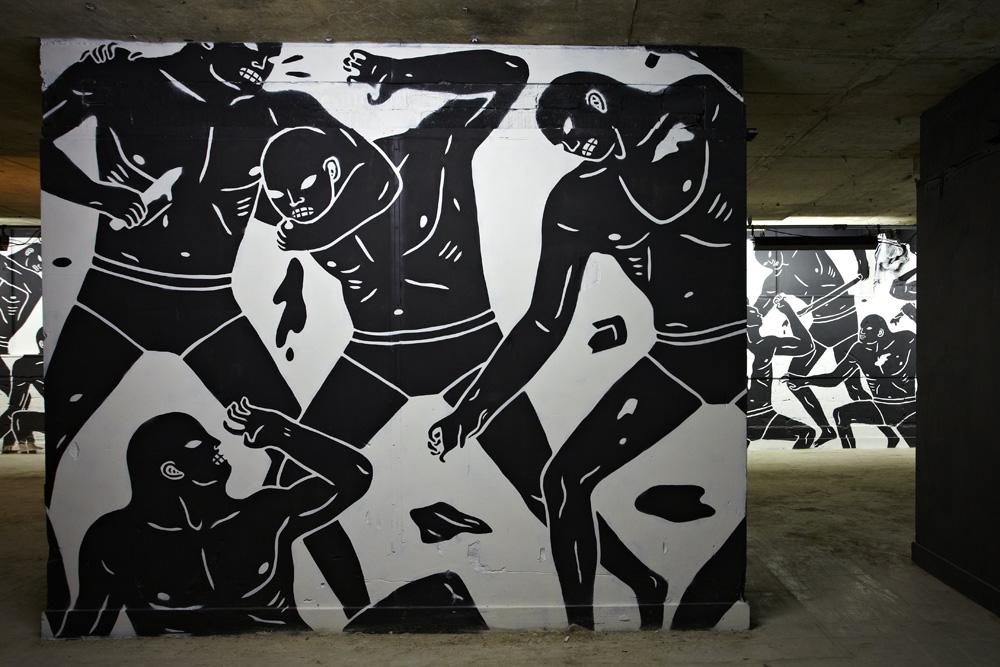Mural monokrom yang menggambarkan kekerasan karya Cleon Peterson.