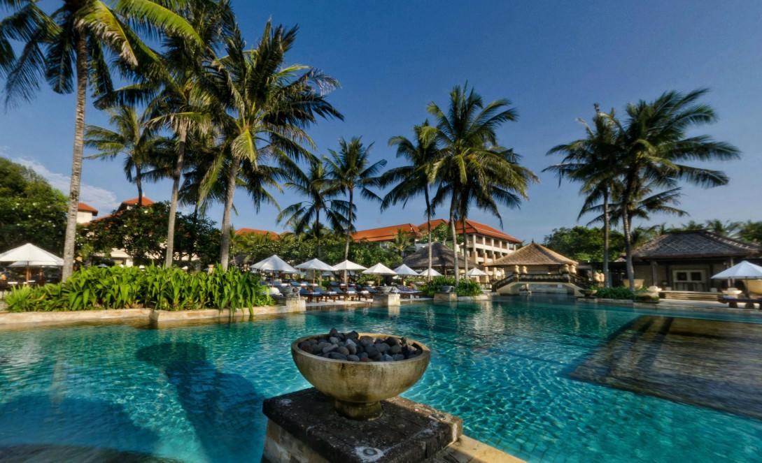 Area kolam renang Conrad Bali.