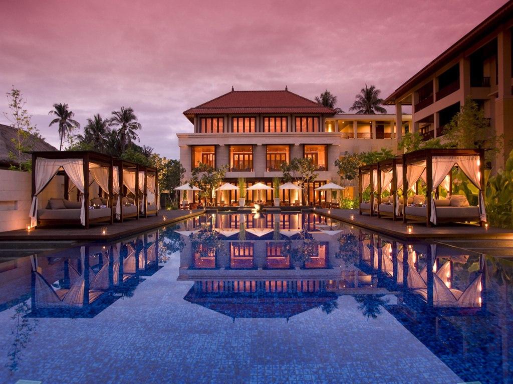 Salah satu sudut kolam renang di Conrad Bali.