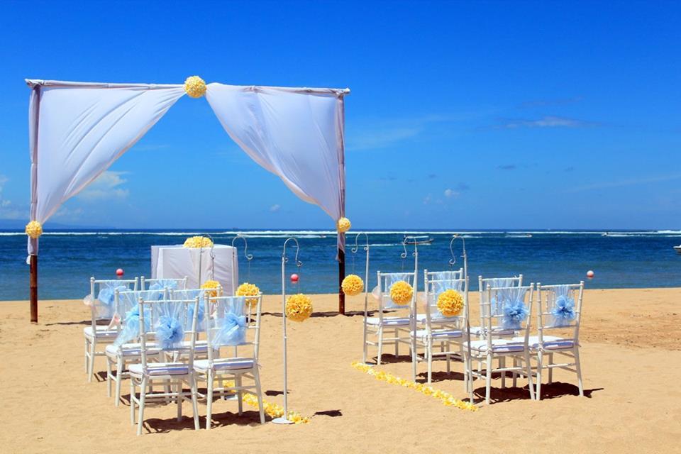 Sabbia, bagi mereka yang memimpikan upacara pernikahan sambil bertelanjang kaki.