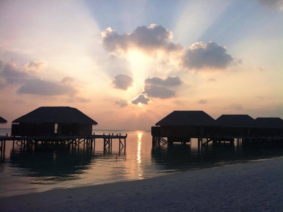 Family Water Villa terletak di atas air dan mengusung desain khas Maladewa.