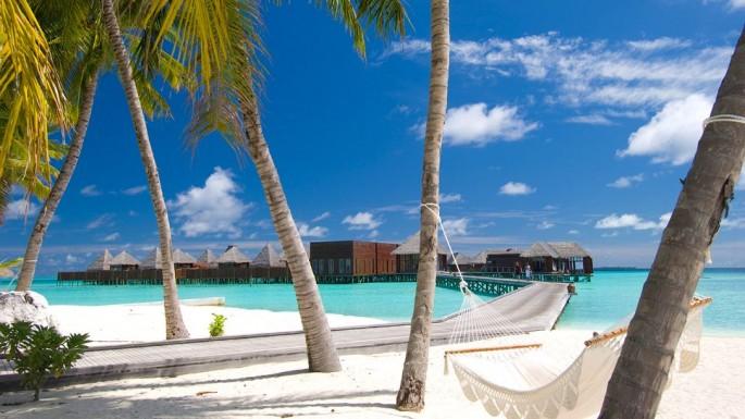 Conrad Maldives dengan pantai sublimnya.