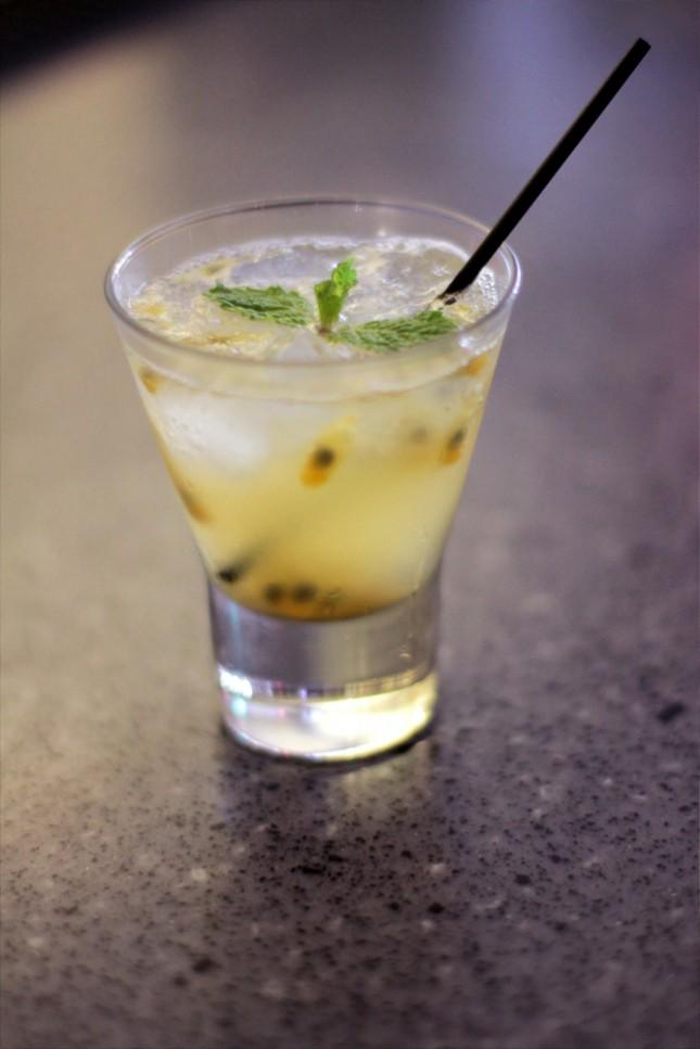 Salah satu minuman racikan bartender di Coq & Balls.