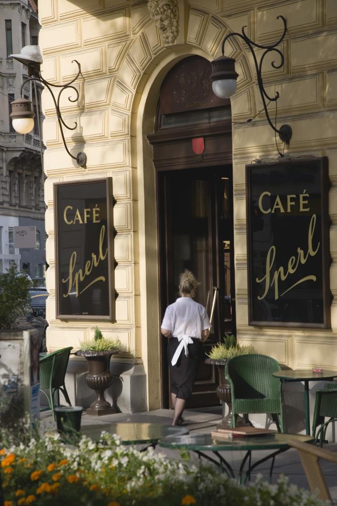 Cafe Sperl, kafe kesukaan Adolf Hitler. Restoran ini sudah berumur 120 tahun.