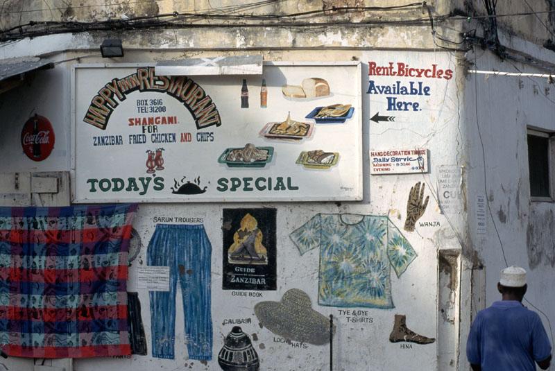 Mural dan pelang restoran di salah satu sudut kota.