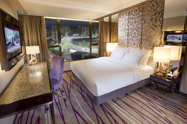 Desain kamar tipe Premier yang lebih berwarna.
