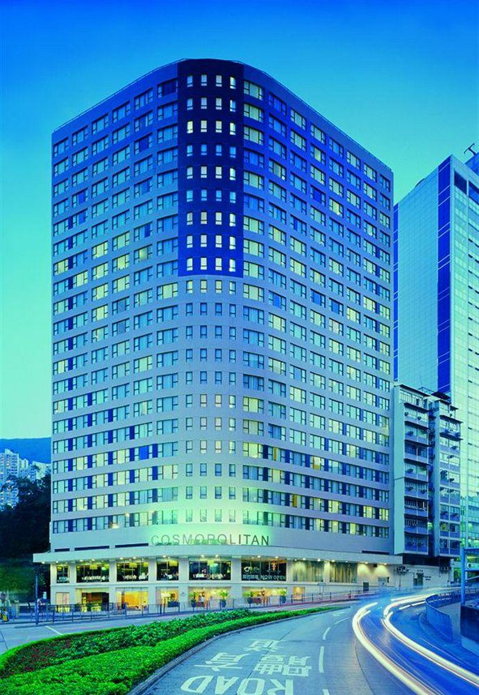 Hotel Cosmopolitan Hong Kong menaungi 400 lebih kamar dan suite.