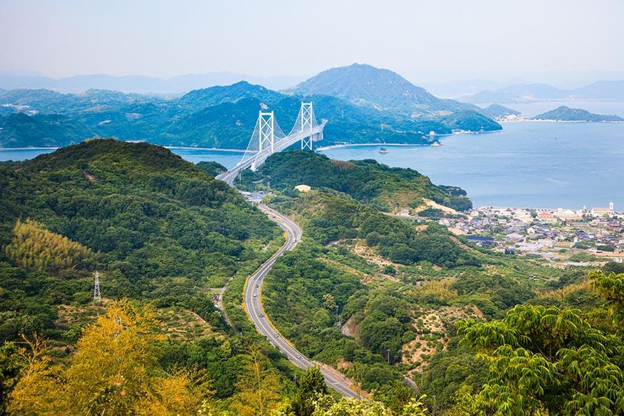 Lanskap alam Hiroshima diambil dari pegunungan. (Foto oleh JNTO)