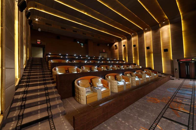 Kursi di salah satu studio bioskop premium di Central Embassy. (Foto: Embassy Diplomat Screens)