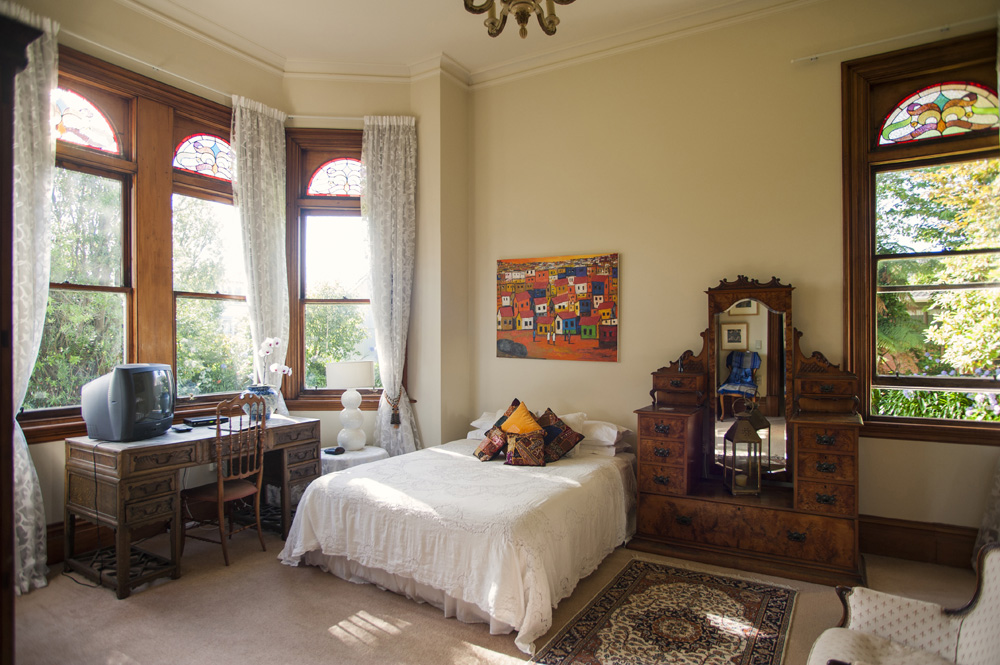 Salah satu kamar di Archer House, penginapan butik yang menempati rumah buatan 1890.
