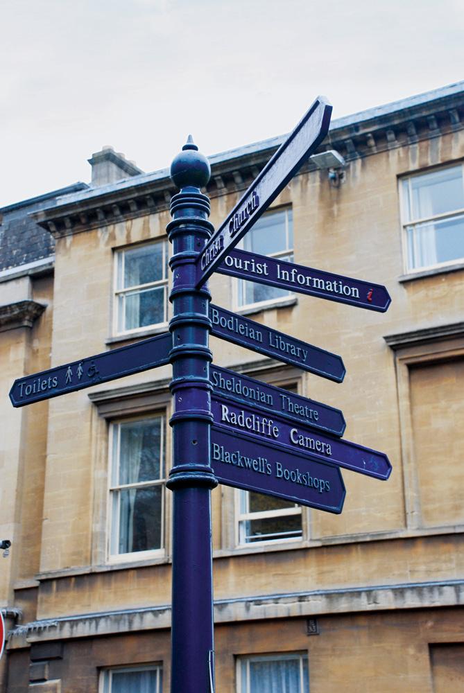 Petunjuk arah di salah satu sudut Oxford.