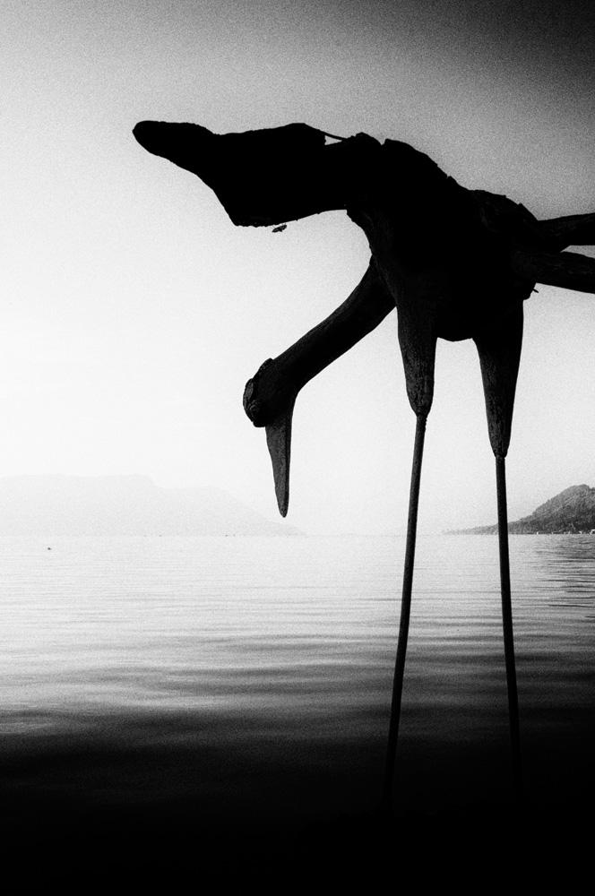 Patung burung bangau di Danau Toba.