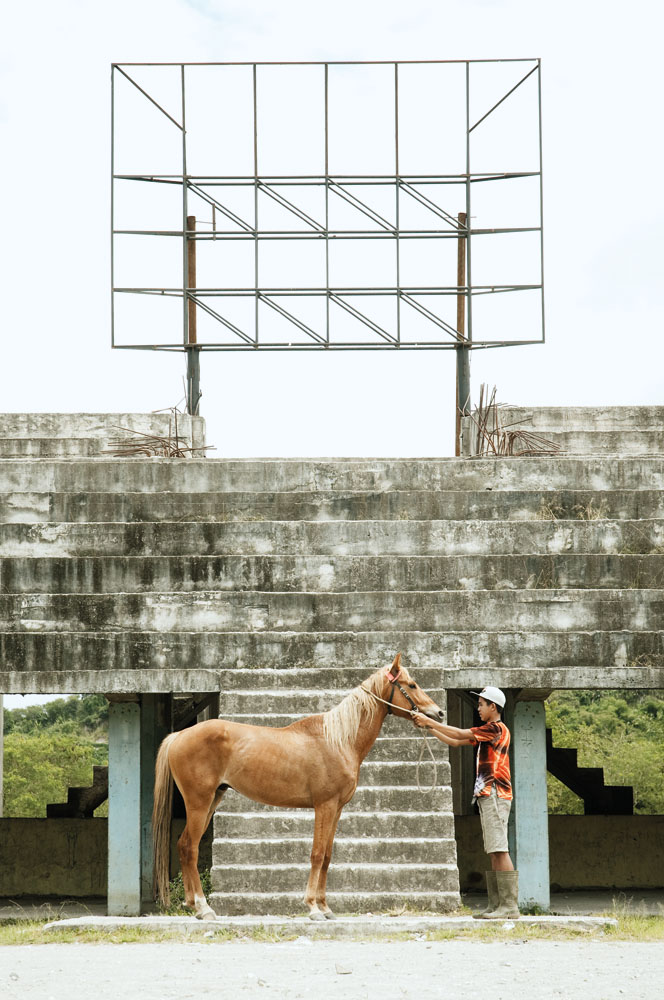 Tribune di gelanggang pacu kuda, ajang yang rutin digelar untuk memeringati hari kemerdekaan.