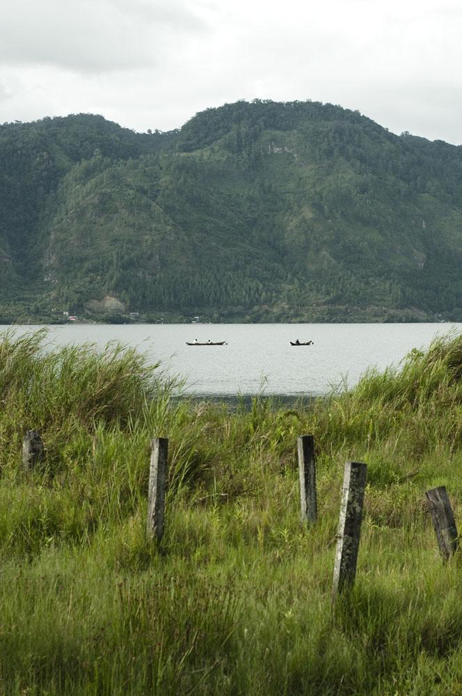 Danau Lut Tawar yang dilupakan wisatawan sejak meletusnya perang saudara.