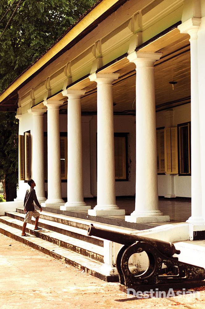 Istana yang arsitekturnya menyerupai Istana Negara di Jakarta.